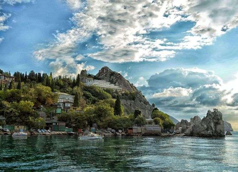 Отдых в Гурзуфе 2021, снять жилье в Гурзуфе без посредников по цене от 1100 руб., каталог арендного жилья у Чёрного моря, отзывы отдыхающих.